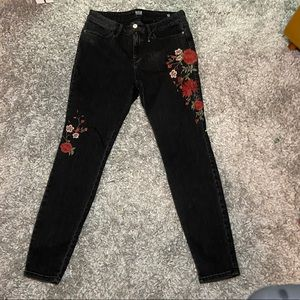 Rose stitched black stretchy jeans!